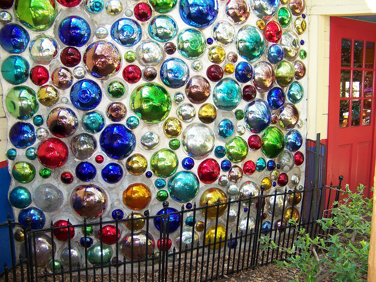 La mosaïque sur les murs extérieurs